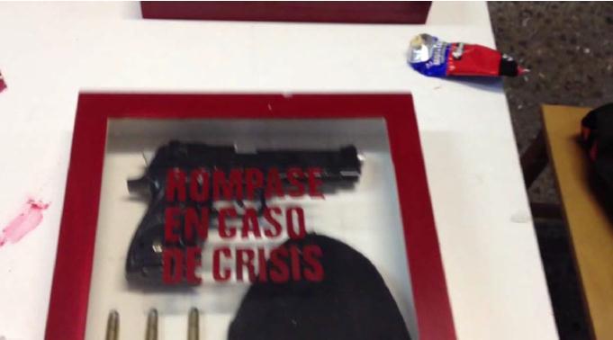 videoarte-proyector-mr-mvin-break-glass-in-case-of-crisis